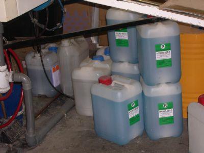 productos químicos apilados