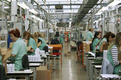 Trabajadoras en cadena de montaje