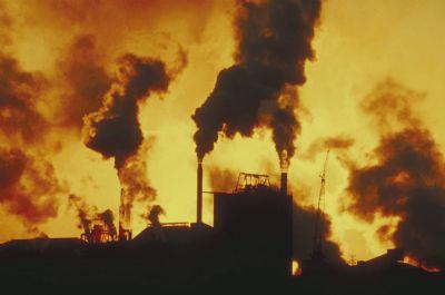 humos industria atardecer