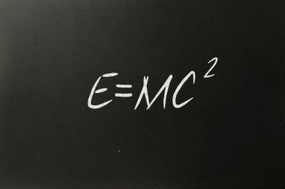 e=mc2 pizarra